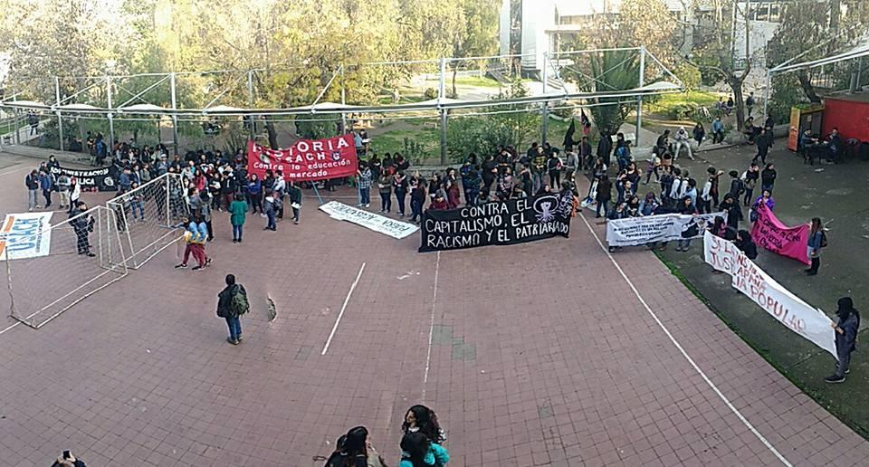 """""""NO PODEMOS TENER ACOSADORES EN LAS SALAS DE CLASE"""" (HISTORIAUSACH)"""